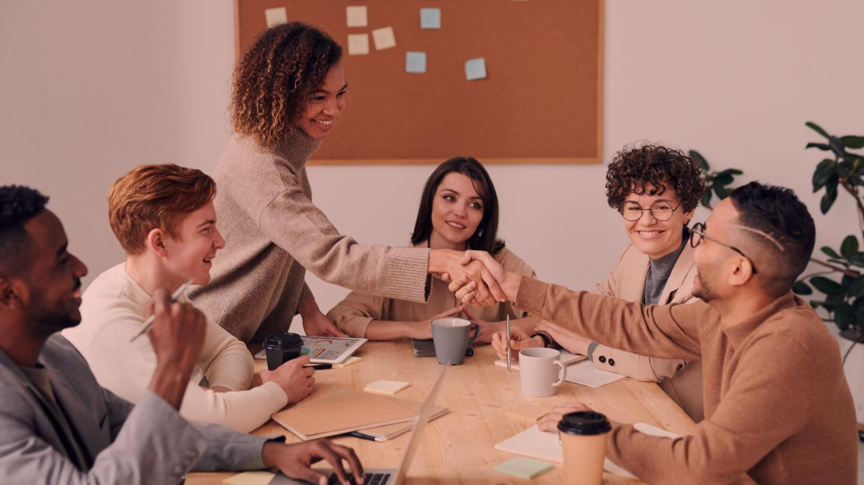 5 motive pentru care alegi să lucrezi cu o agenție de HR
