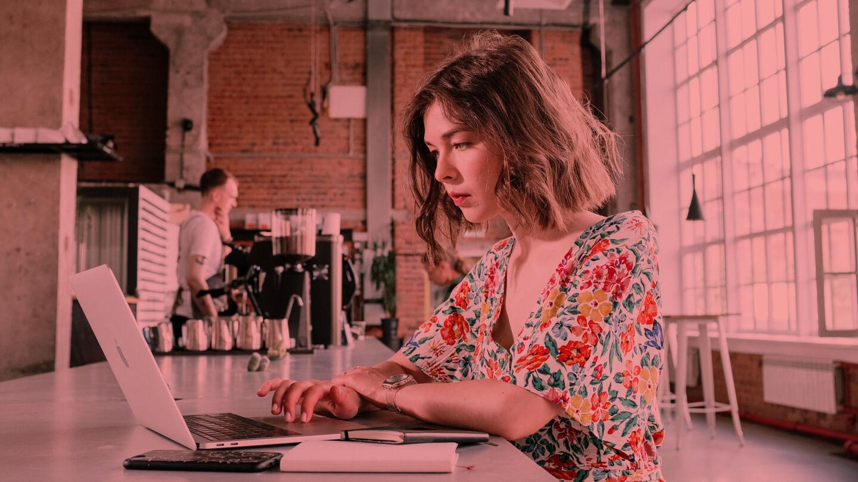Satisfacția la locul de muncă: predictori și efecte